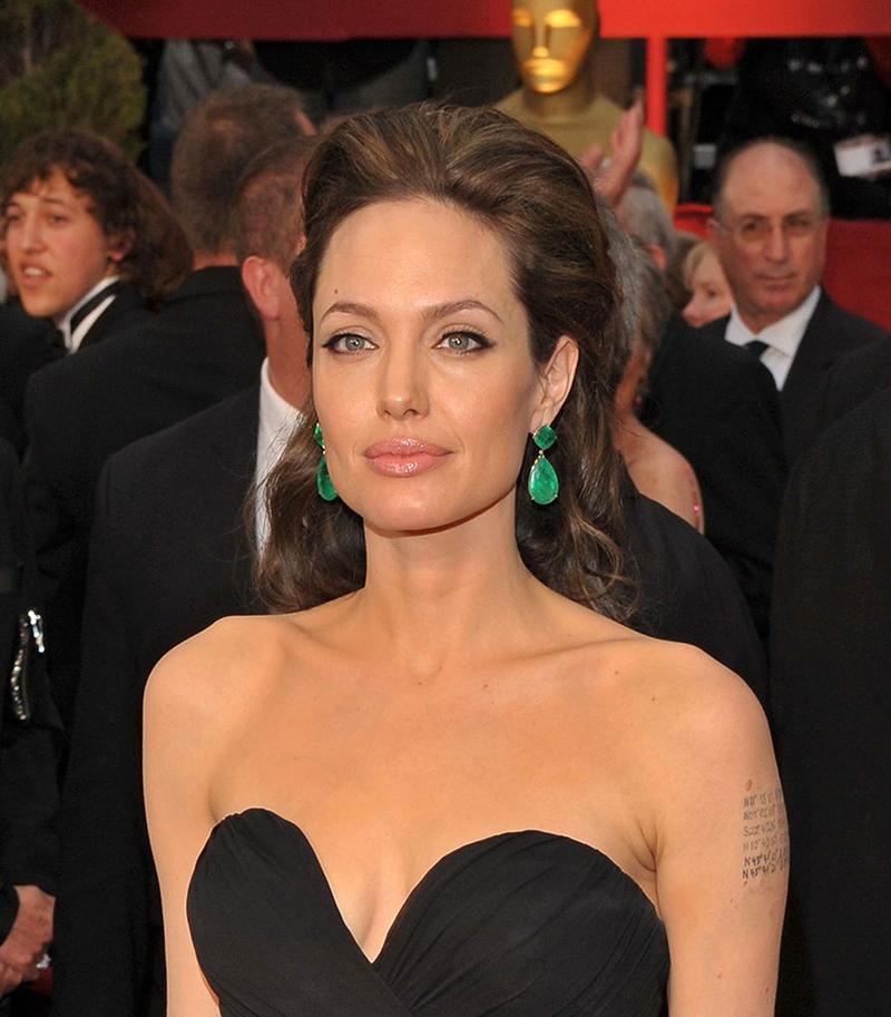 Angelina Jolie 800